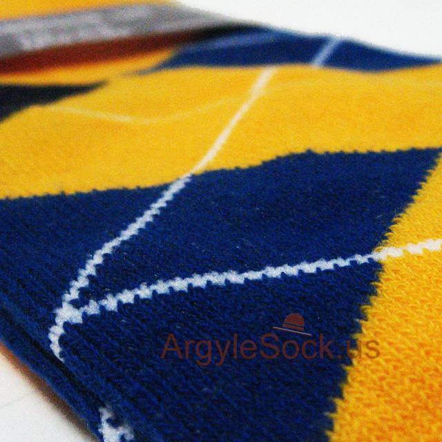 gold yellow argyle socks for groomsmen in wedding